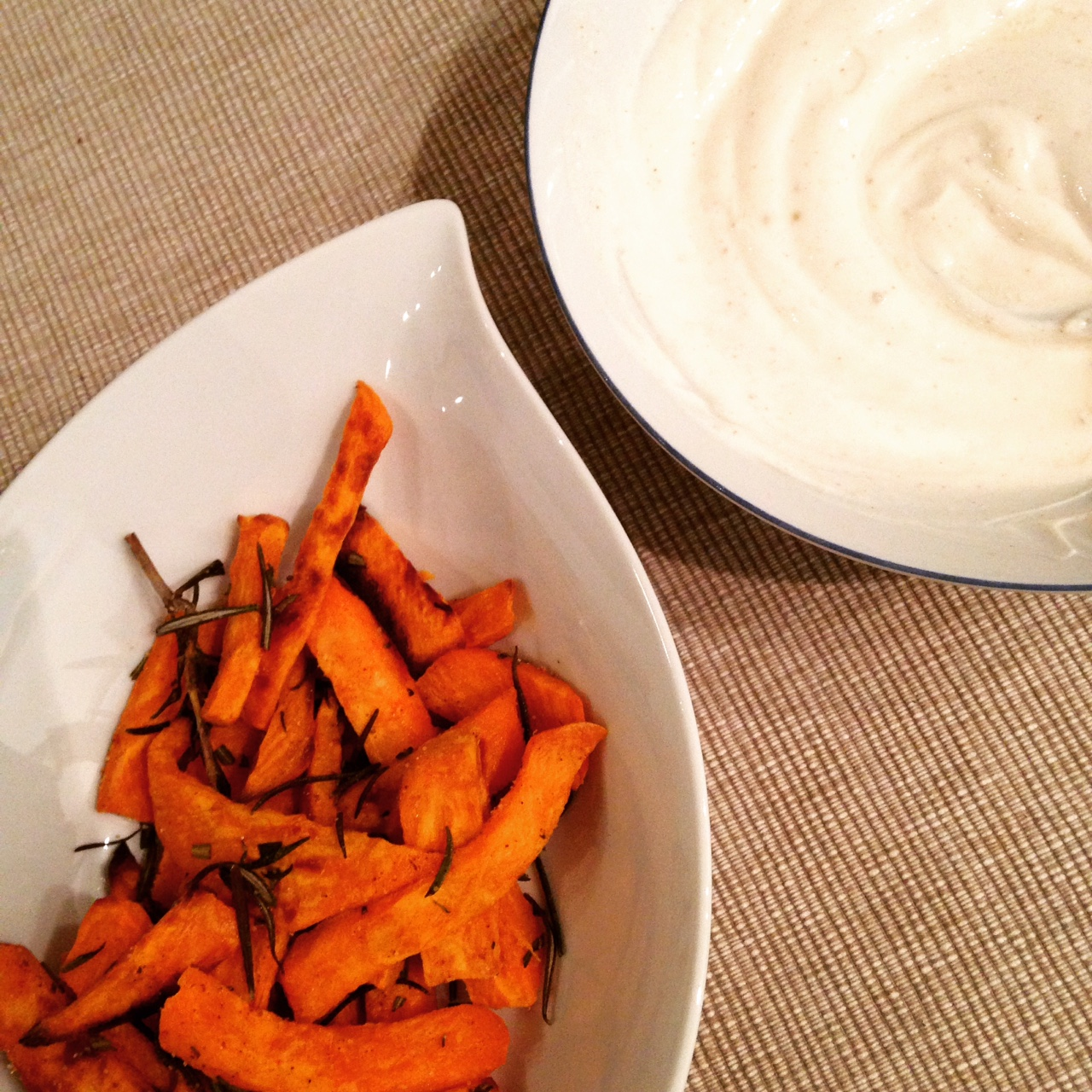 Fit Food Friday: Sweet Potatoe Fries mit Quark-Dip