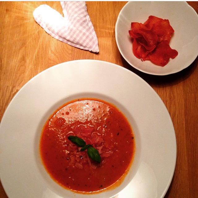 Fit Food Friday: Tomatensuppe mit Schinkentartar