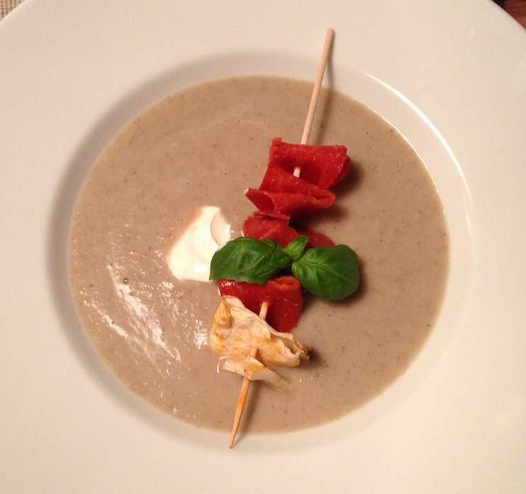 Pilzsuppe mit Chorizospieß