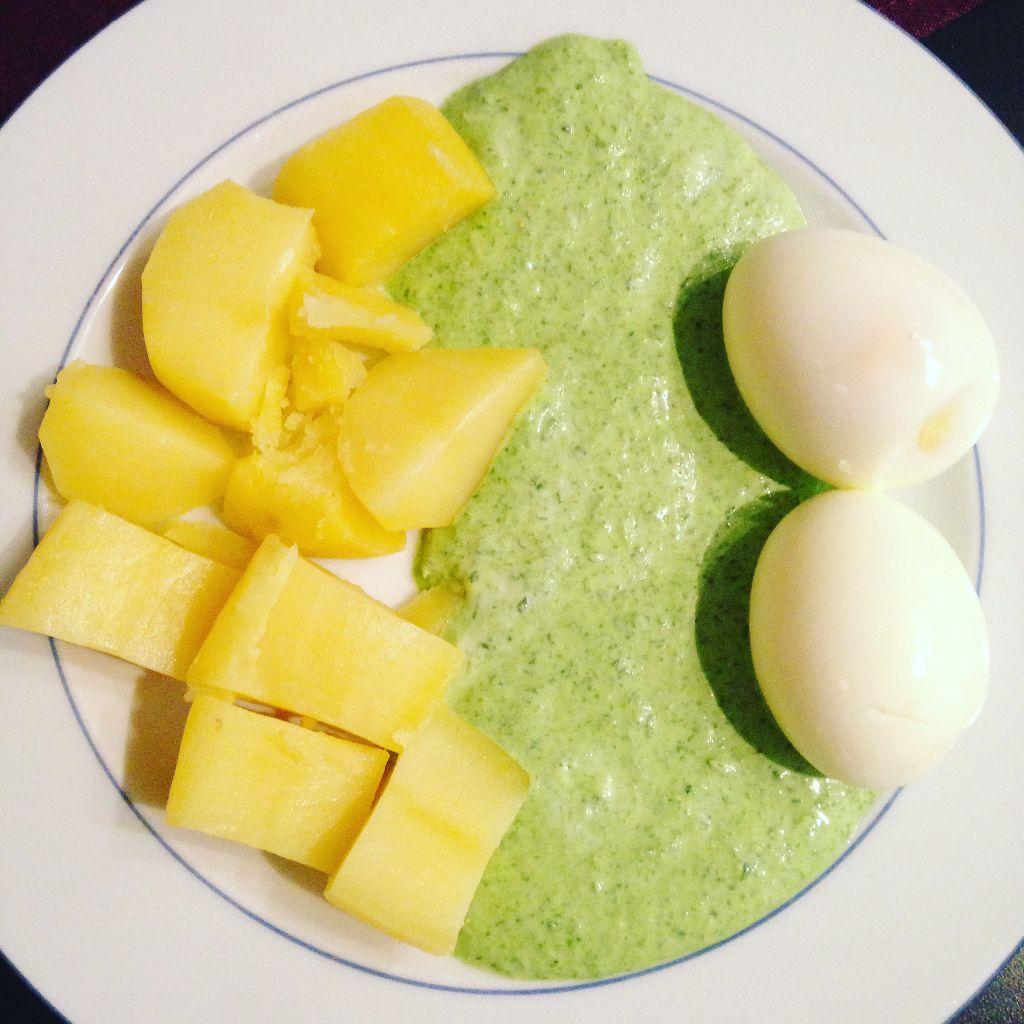 Fit Food Friday: Eier mit grüner Sauce und Kartoffeln