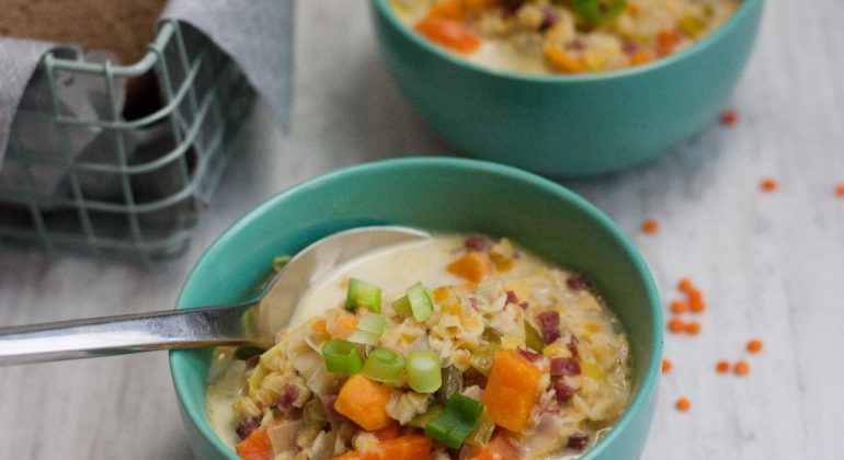 Gemüsesuppe mit Linsen (33 gr Protein pro Portion)