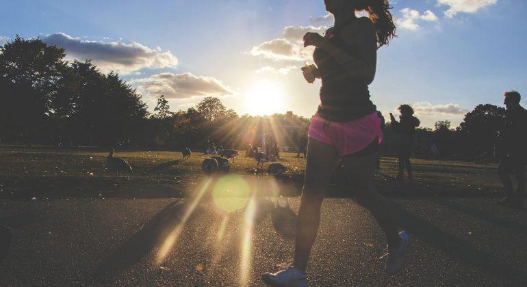 Durchhalten beim Workout zuhause – mit diesen 3 Tipps rockst du deine HIT Einheiten